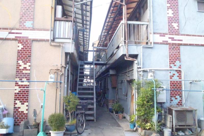 大阪の文化住宅、築古アパートの外観