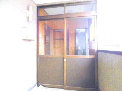 貸事務所玄関 ブリックアール